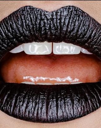 lips black